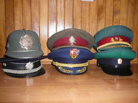 koupím služební čepice (brigadýrky) e7c7b51ced